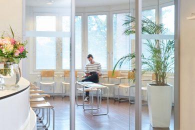 Wartezimmer der Hausarztpraxis Forum Winterhude